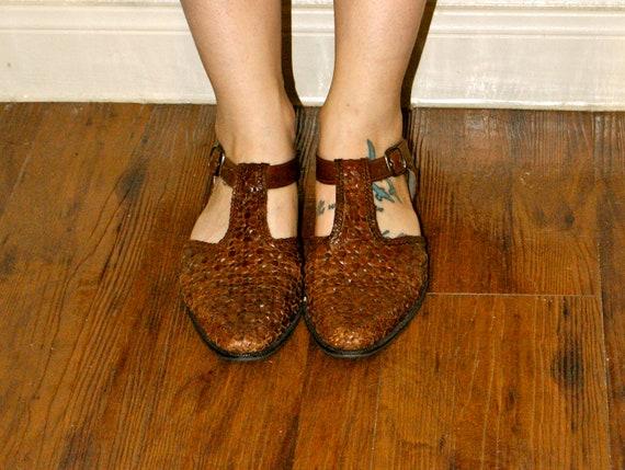 Vintage Mod T Strap Woven Brown Leather Sandals 7