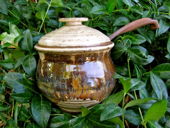 Honey pot in natural tan with jasper pottery