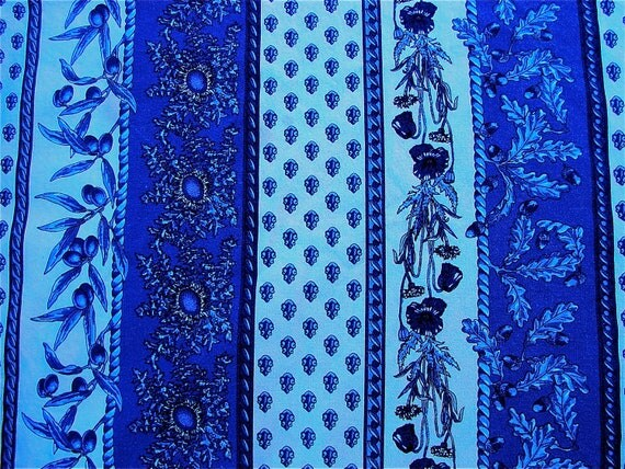 Vent du Sud, traditional Provence cotton, blue & white coloured, oval table cloth made in the South of France