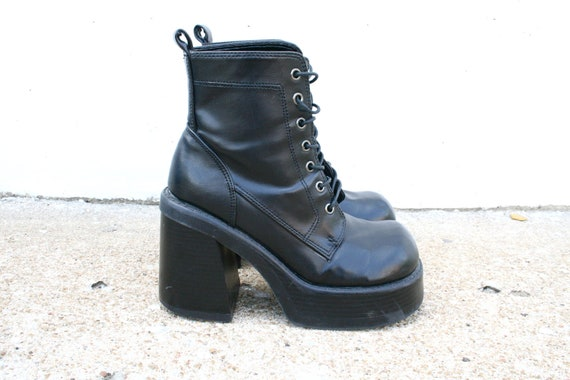 VINTAGE 90s Black Goth // Club Kid leather boots SZ  7.5