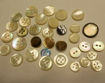 34 vintage shell button mix, 10 - 16 mm (27)