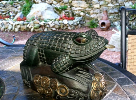 Vintage Large Indonesian Handcarved Chinese Lucky Money Frog Feng Shui