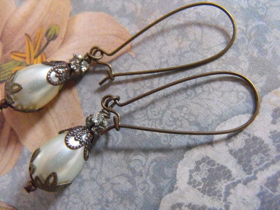 Handmade earrings, PEARL and BRASS dangling earrings, vintage OOAK