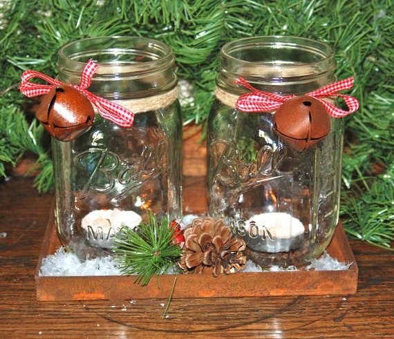 Items similar to set of 2 christmas mason jar candle holders with natural twine and rustic bell - Centro tavoli natalizi con pigne ...