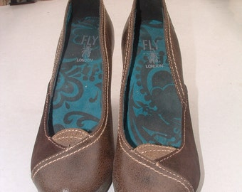 fly girl made in England leather shoes size 41 pre-owned circa 1980's