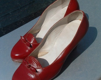 woman shoes hand made in France in leather wine color size 35 circa 1950's