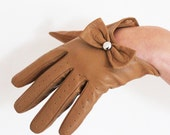Vintage 1960s Half Brown faux leather skin imitation glowes biking glowes with a bow