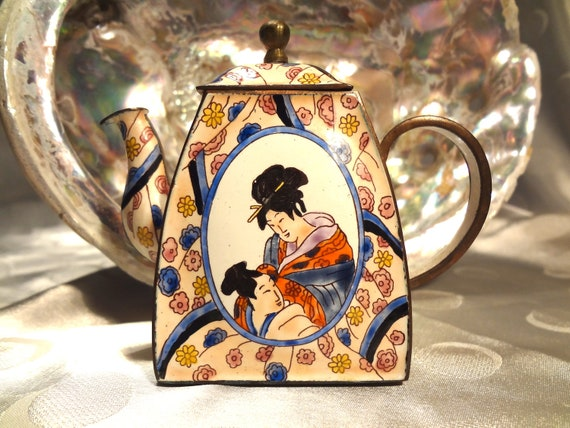 Kelvin Chen Japanese Man and Woman Teapot EN 100