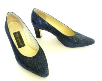 Vintge Leather Dark Blue Heels. 70s Pump Mad Men Fashion. Size 7. Party Shoes. Evening Shoes. Classiques Entier