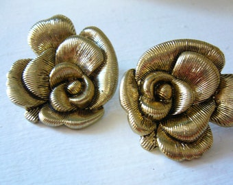 Vintage FLOWER EARRINGS in GOLD and Black Metal