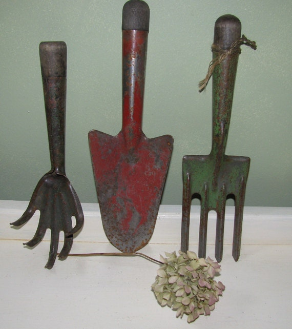 Set of 3 vintage hand garden tools original patina industrial for Industrial garden tools