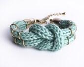 Knitted Double-Knot-Bracelet in mint