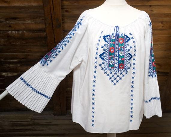 Beautiful pure cotton, 1960s vintage Hungarian peasant, folk, pleats, handmade, embroidery smock, top, blouse, white, Bohemian