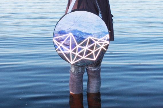 Mountain travelers- round bag with reflective trackway