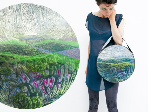 Lilac tulip field - round bag with reflective trackway