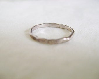 Vintage Sterling Silver Ring - 1980s Unmarked Geometrical Thin Band