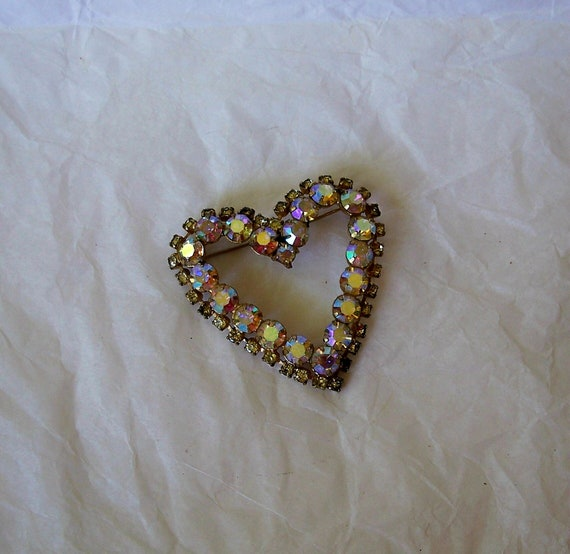 Vintage Heart Shaped Brooch Pin with Aurora Borealis and Peridot Rhinestones