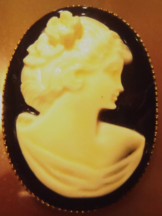 Cameo Lady Brooch on Black-pin