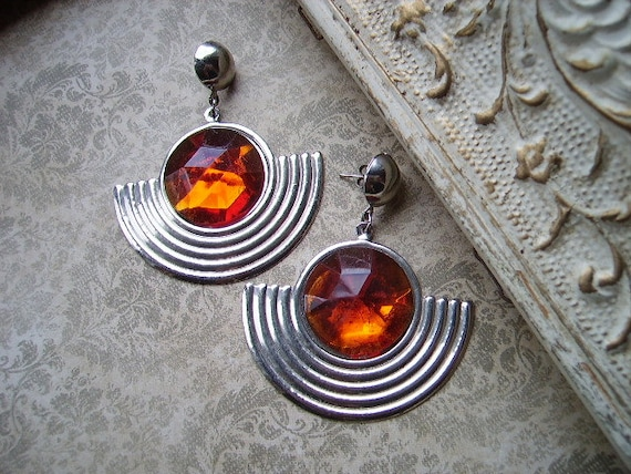 80's Mod-Art Deco style earrings, Silver metal and Amber color, circle and half circle dangle pierced earrings