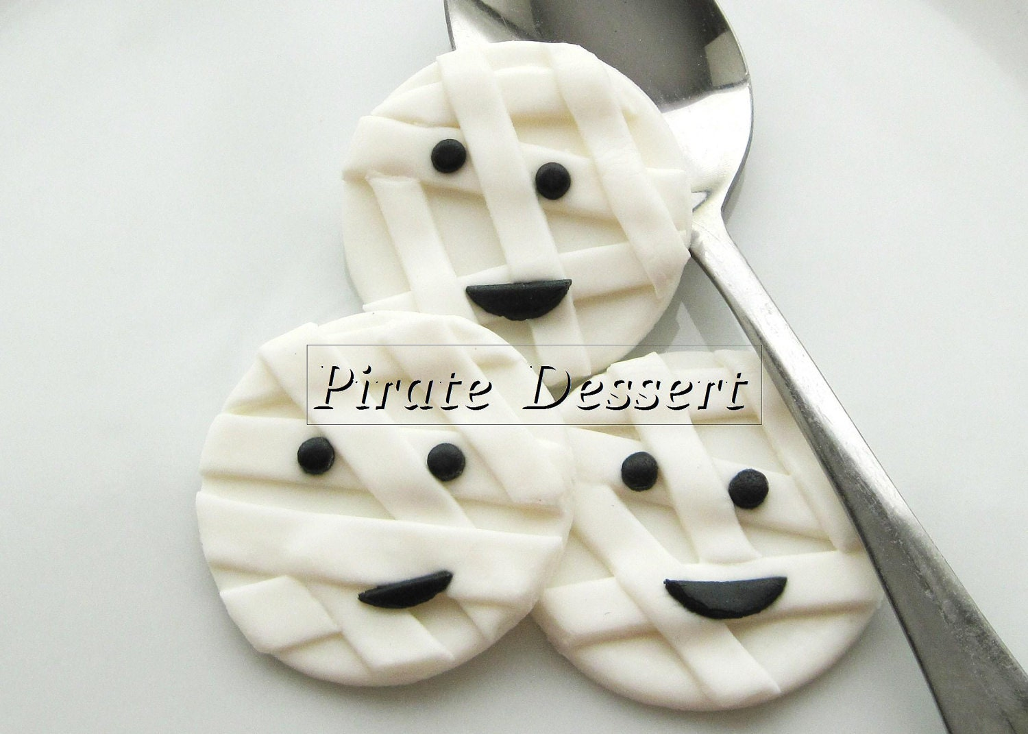 Fondant Cake Halloween Ideas : Edible Halloween cupcake toppers MUMMY Fondant cake