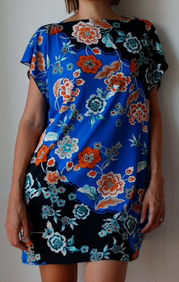 T-shirt dress tunic in floral oriental print. Cobalt blue, black, cream, orange. Beach boho cover up / sun dress / cocktail dress. One size