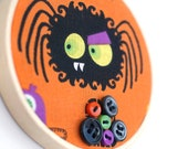 Halloween spooky spider hoop art with buttons, kid friendly