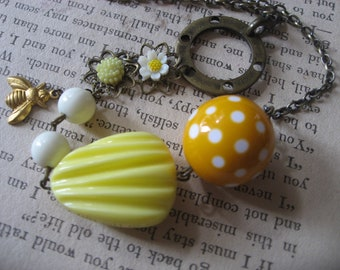 SALE - Simple sunflower feminine necklace, charms necklace, beads necklace, fashion necklace, Spring necklace, for her, gift necklace, bee