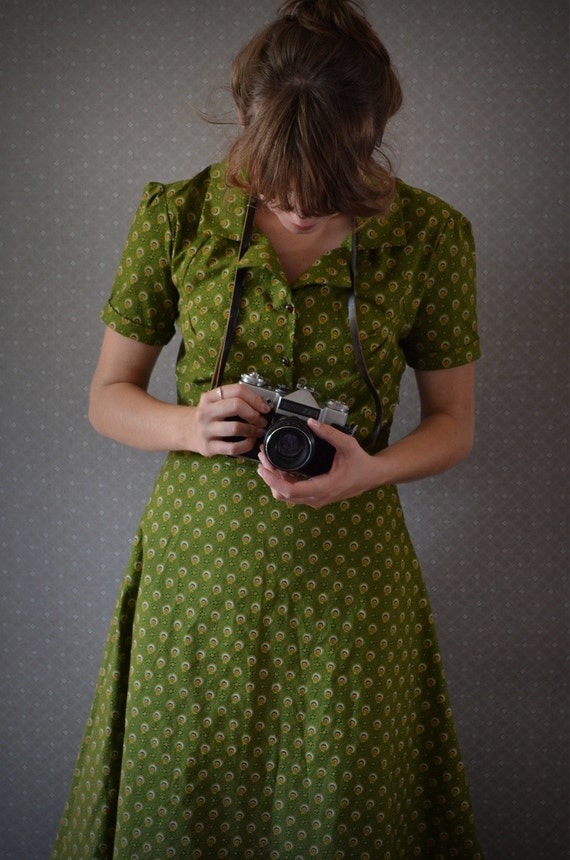 RESERVED for Amy :o) Retro Dress in Green size 6 small s