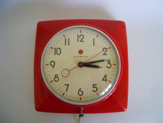 Vintage wall clock, kitchen, red, General Electric
