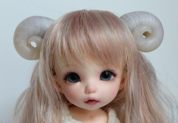 Pearl and semi-transparent sheep horns : Magnetic Fantasy Parts