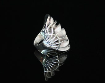 """Modern Creative Giant Clam Ring in Eco Conscious design, """"Wavy Ring"""". Handmade Seashell Shape designed Ring in Sterling Silver"""