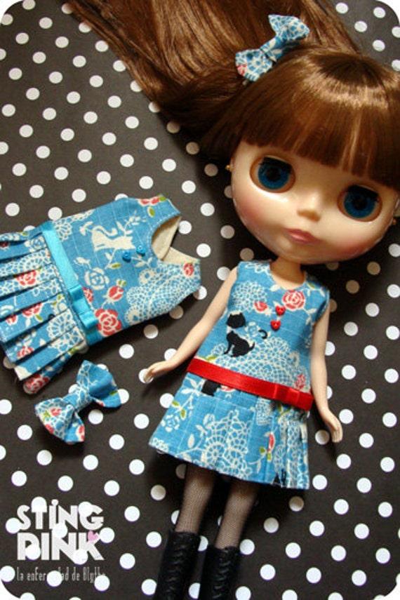 Dress for blythe. A-line pleated skirt. Blue. (Japanese Fabric)