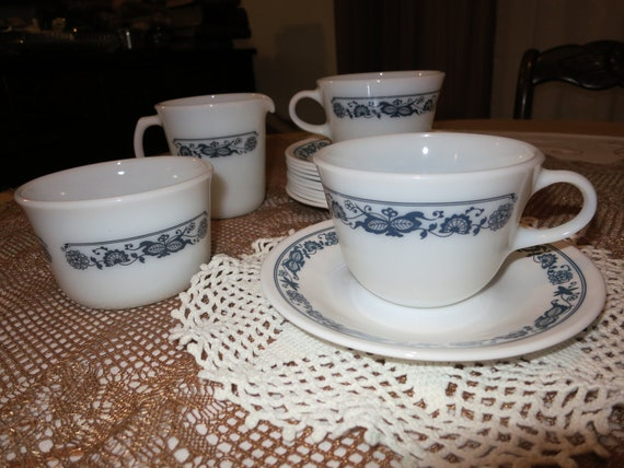 Vintage Pyrex and Corelle 15 piece Old Town Blue pattern cups, saucers, creamer, sugar bowl