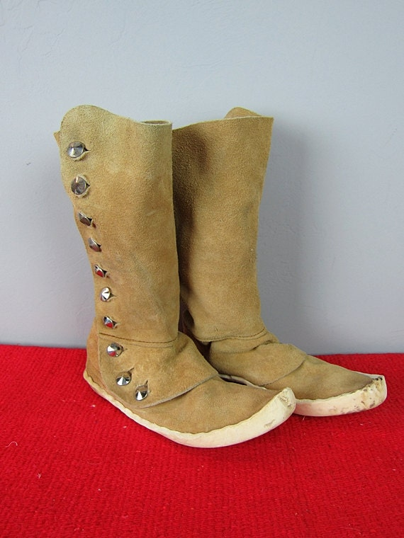 Vintage Native American LEATHER Suede MOCCASIN Boots with Silver Buttons size 6-1/2 AA