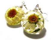 Vintage White Daisy Heirloom Floral earrings. Resin, Glass and Nature: Jane