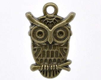 5 Antique Bronze Small Owl Charm Pendant 23 x 15mm  - Pack of 5 CP26