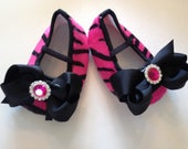 Baby Girl hot pink zebra crib shoes,bow and rhinestone, baby girl shoes.baby booties.baby shoes.children ready to ship, girls.