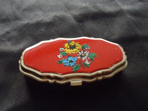 Vintage ,red color,enamelled flower designed pill/snuff box