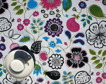 """Tablecloth white fun flower pattern 37""""x37"""" or made to order your size, also napkins table runner pillow available, great GIFT"""