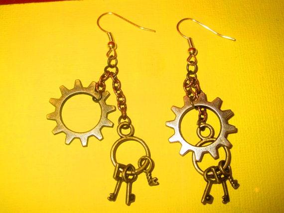 Steampunk cogs and keys, (steampunk brass cog earrings)