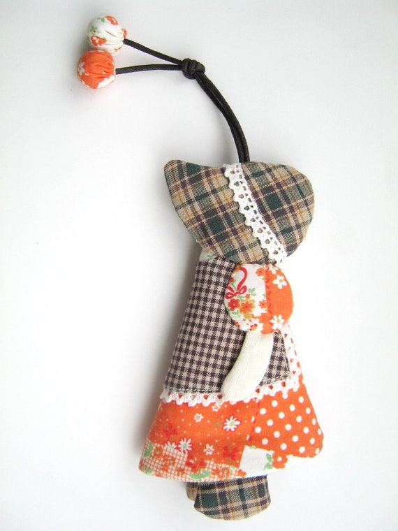 Sunbonner Sue Quilt :- Cover Keychain made from fabric , Quilted by Hands, by Heart  made from Japanese fabrics 100% (No-15)