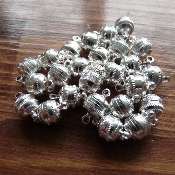 25 x Large round magnetic clasp - silver plate - UK manufacture
