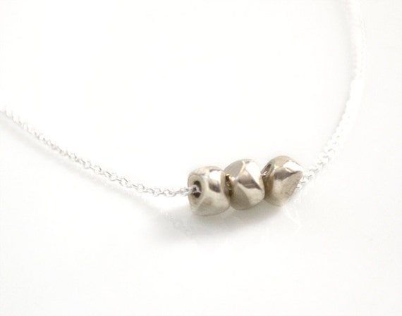 delicate silver necklace with silver nuggets, simple everyday jewelry  ///  feeling silver necklace