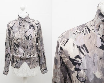 Floral Grunge Shirt / 80s Vintage Blouse with Floral Print in Pale Pink, Black and Ivory Colors/ Size Medium / Long Sleeve Button Up Top