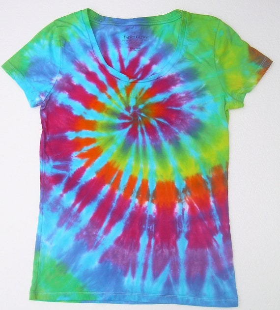 ON SALE: Women's Small(4-6) Scoop Neck / Tie Dye Shirt/ Rainbow Spiral with Turquoise