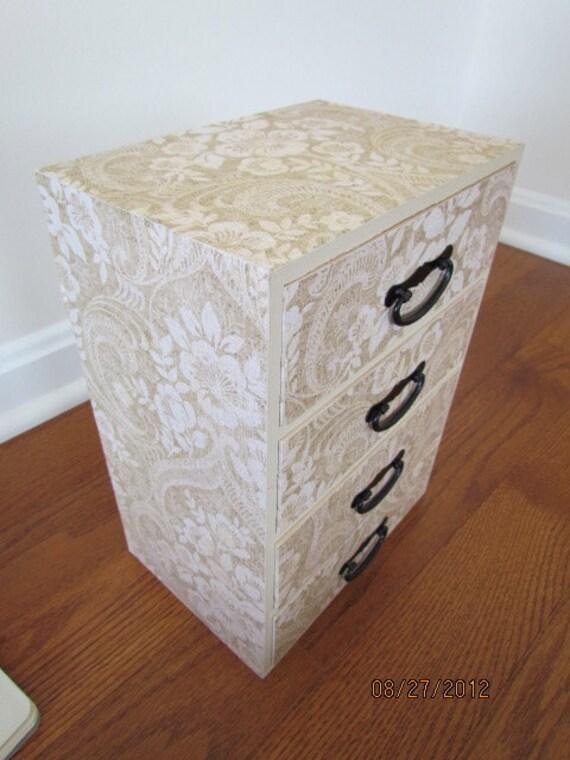 Large Jewelry Box - Cream & White Lace Flower  Pattern