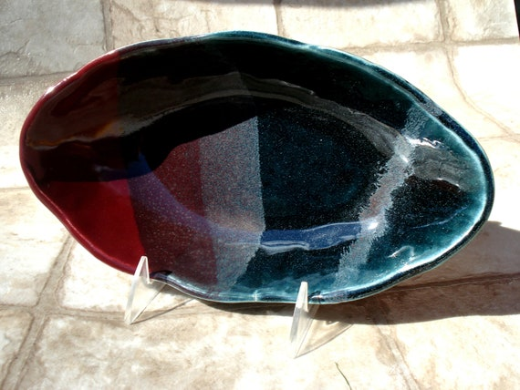 Scalloped Ceramic Serving Bowl Plum and Forest Green