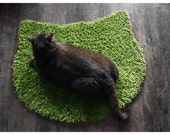 Fluffy sugar peas green carpet - cat head shape - purrfidious