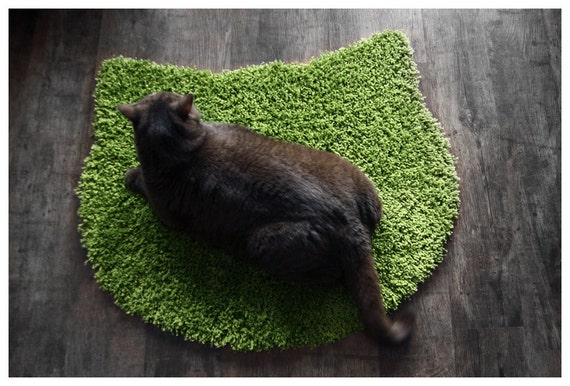Fluffy sugar peas green carpet - cat head shape