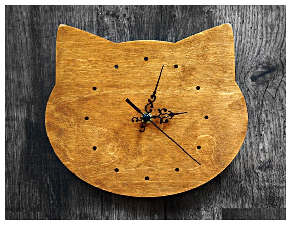 Cat head shape wall clock in natural pine colour- with hours marked with dots